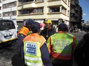 Dizendo aos policiais sobre a importância de seu trabalho.